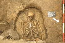 Kostrový hrob (13.-15. století).