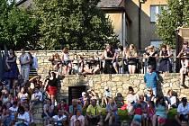 Free zóna Smetanovy Litomyšle v Klášterních zahradách v Litomyšli nabídla i ve svátek pestrý program. Odpoledne zakončil koncert kapely Jelen.