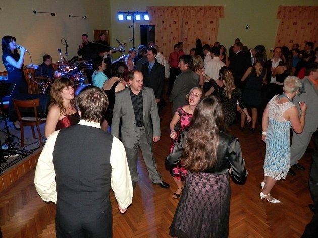 Sokolský ples v Osíku.