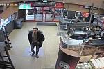 Zloděj alkoholu v supermarketu ve Svitavách.