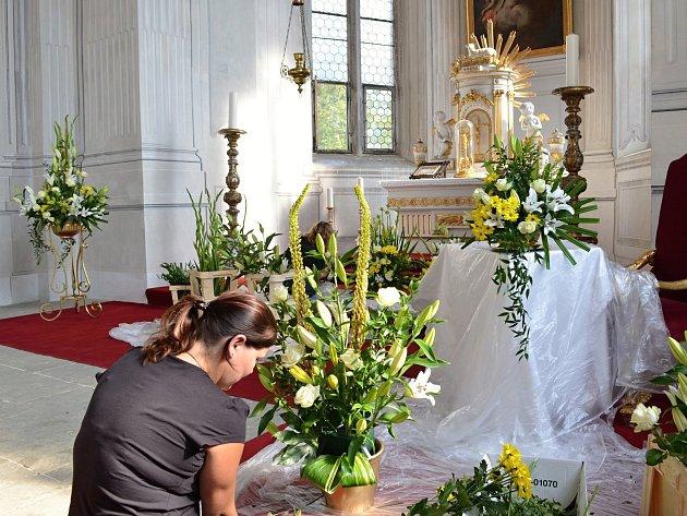 Květinová výzdoba na zámku v Litomyšli.