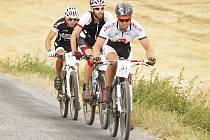 Bikeři si vyzkoušeli jízdu v rozmanitém terénu po různých površích a závod jim dal pořádně zabrat.