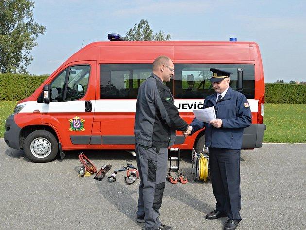 Předání nové hasičské techniky.