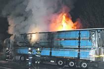 Hořící kamion.