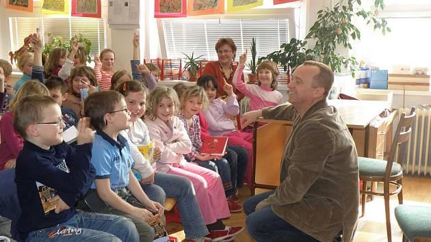 Karel Voříšek navštívil školu v Morašicích.