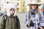 Masopust se v Moravské Třebové konal v sobotu poprvé. Někteří lidé si s partou nadšenců, kteří chtějí tradici do města vrátit, popovídali.  Děti neodmítly něco na zub.