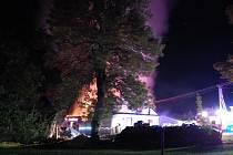 V noci ze soboty na neděli vyjeli hasiči k požáru zemědělské usedlosti.