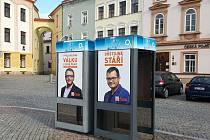 Válku stáří. I tak se dá číst z předvolebních plakátů.