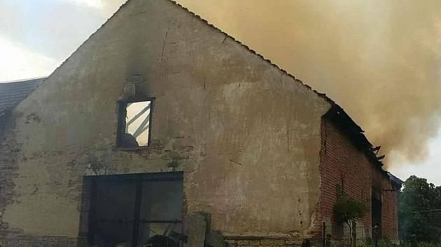 Požár stodoly v Březině.