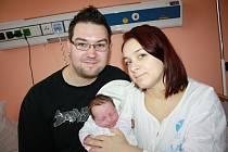 LINDA ZÁBRANOVÁ. Narodila se 10. prosince. Měřila 52 centimetrů a vážila 3,7 kilogramu. Otec David porod statečně zvládl a byl mamince Lucii oporou. Rodina žije v Koclířově.