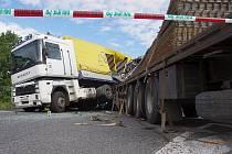 Srážka dvou nákladních vozidel na silnici I/35 u Gajeru.