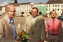 Premiér Bohuslav Sobotka, starosta Moravské Třebové Miloš Izák a hejtman Martin Netolický. (zleva)