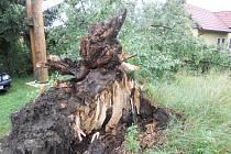 Škody způsobené bouří v Budislavi.