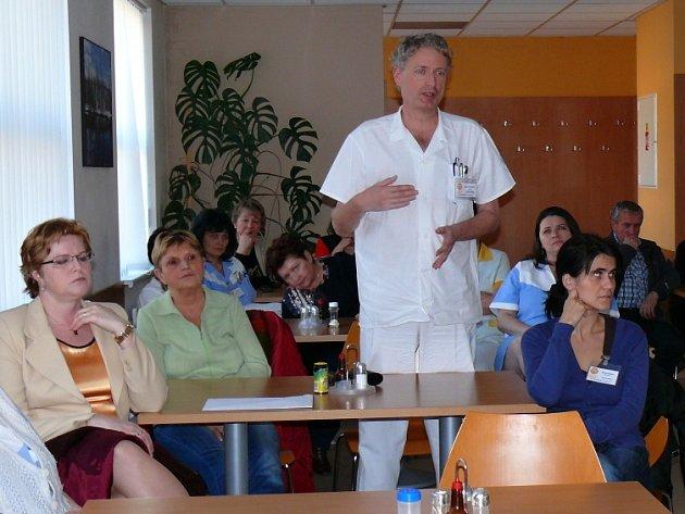 Představenstvo nemocnic Pardubického kraje se setkalo se zaměstnanci Svitavské nemocnice.Seznámili je s přípravami na fúzi.