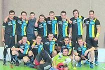 SK 1. FBC POLIČKA. Výsledky družstva jdou nahoru, v uplynulém ročník dokázal osmkrát zvítězit a dvakrát remizovat.