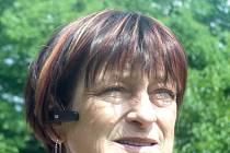 Makléřka Jitka Vitíková si má odpykávat trest ve věznici za podvody. Místo toho ale prodává nemovitosti.
