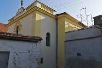 Na rok vzpomínání na židovskou komunitu v Jevíčku se chytá i zdejší synagoga. Město nechalo v letošním roce opravit jižní fasádu budovy. Foto: město Jevíčko