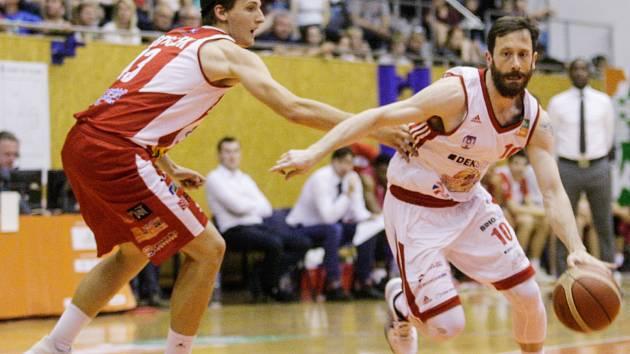 Druhá bitva o bronz: Svitavy vs. Pardubice (83:75).
