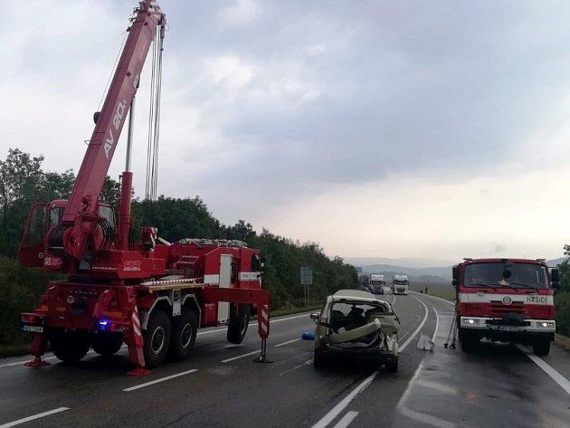 Vážná dopravní nehoda pod Hřebečským tunelem.