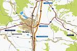 """Trasa obchvatu je už řadu let známá, začíná před železničním podjezdem u Hradce nad Svitavou, mimo zástavbu více či méně kopíruje trať a plánovaným pětiramenným kruhovým objezdem se za Lačnovem napojuje na """"pětatřicítku"""" a obchvat Opatova. Páté rameno bud"""