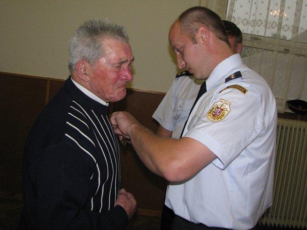 Sto deset let rozhranských hasičů. Ocenění za věrnost, vzpomínka na zakladatele sboru a setkání příznivců dobrovolnické činnosti.
