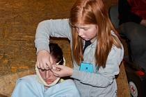 MLADÍ ZDRAVOTNÍCI dokázali ve Svitavách ošetřit rozbité brady, podvrtnuté kotníky i popáleniny.