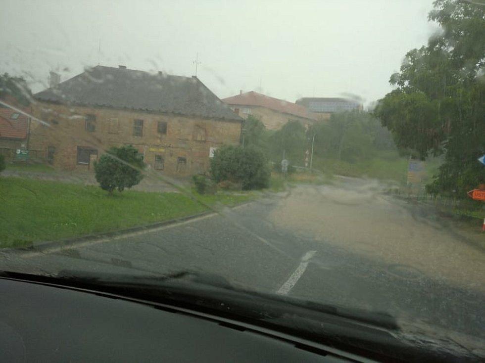 V Němčicích je zatopená silnice a několik domů.