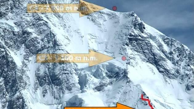 Postupová cesta české expedice na vrchol K2 s vyznačenými výškovými tábory.