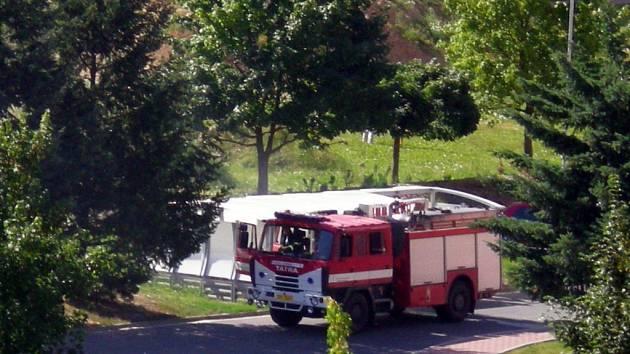 V neděli hořelo na sídlišti v Lánech