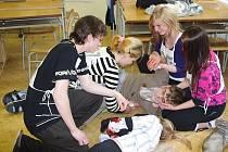 Soutěž studentů zdravotnické školy ve Svitavách ve zvládání první pomoci.
