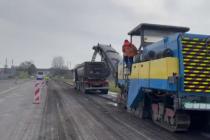 Během probíhající opravy vozovky silnice I/35 v 7,2 km dlouhém úseku Gajer - Lačnov nyní pomocí 2 velkých frézů odstraňujeme starý povrch, hlásí ŘSD