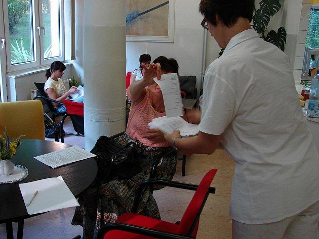 Anketa mezi dárci krve přinesla podněty i dárky.