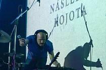 Koncert kapely Zrní v Kotelně.