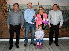 Rodina Lipenských na návštěvě u starosty a místostarosty Poličky.