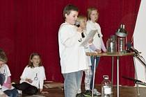 Žáci zkoumali různé jevy a ve zprávě je předložili starostům.