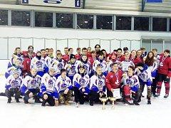 Moravskotřebovští hokejoví dorostenci s hosty z Kanady.