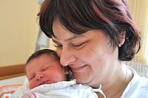 """KRISTÝNA MEDUNOVÁ. Holčička se narodila v Litomyšli 17. prosince v 0.54 hodin. Vážila 3,3 kilogramu a měřila půl metru. Tatínek Daniel, který dcerku """"dostal"""" k svátku, si své ženy odveze do Vysokého Mýta. Tam se na sestřičku těší čtyřletý Šimon."""