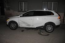 Opilý řidič naboural do zaparkovaného vozidla.