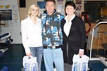 Projekt Hubněte s Deníkem skončil. Dva měsíce v posilovně úspěšně trávily Alena Pospíšilová (vlevo) a Irena Waldhansová (vpravo). Trenér Josef Hýbl je s výsledky spokojený.