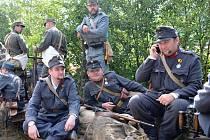 Vojáci už jsou připravení na povely. Na bitevním poli u Mladějova se už za týden  strhne boj o Blosdorf.   Akce je vzpomínkou na padlé v první světové válce.