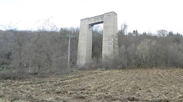 PILÍŘ SVRATKA.  Po mostech u Jevíčka je dalším nejznámějším pilíř u Brněnské přehrady. Foto Jiří Vymětalík