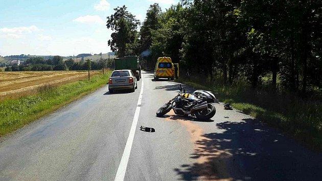 V Jedlové likvidovali hasiči z Poličky následky střetu motocyklu s autem. Při nehodě byla zraněna jedna osoba.