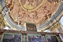 HŘBITOVNÍ KAPLE SVATÉHO ISIDORA v Křenově je unikátní raně barokní památkou. Její rekonstrukce trvala patnáct let. Nyní je celá opravená, a to včetně krásně hrajících varhan.