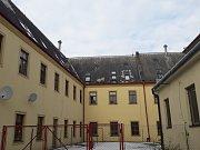 Budova někdejšího františkánského kláštera ve Svitavské ulici dostane pod dozorem památkářů novou střechu.