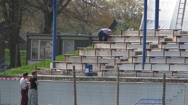 Na plno se rozbíhá rekonstrukce stadionu ve Svitavách.
