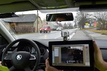 POLICISTÉ mají díky radaru a tabletu okamžité informace o projíždějících vozidlech, a to i v nočních hodinách. Odhalili už také první řidiče, kteří se dopustili dopravních přestupků.