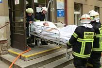 V Litomyšlské nemocnici nacvičovali evakuaci. Zasahovaly zde tři jednotky hasičů.