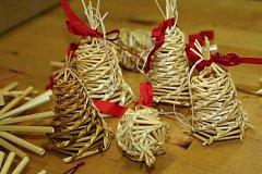 Výroba vánočních ozdob ze slámy v Sebranicích