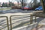 Propadat panice hned ráno bylo zbytečné. Ve 13 hodin je parkoviště u FÚ ve Svitavách poloprázdné.
