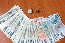 Ukradené peníze a šperky.